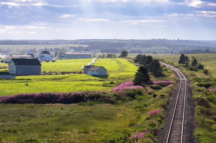 RS266_VIA_Landscape_C_Robidoux_Gaspe_train_9_2013_sRGB-lpr.jpg